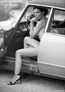 48fdc6df0993dcf924643fe10e874769--citroen-ds-car-girls