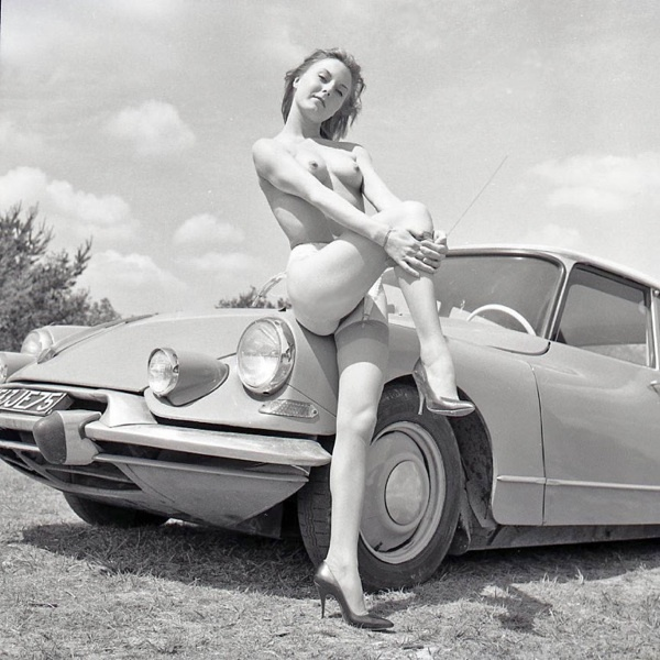 f1f2058334bd7e455d1c0c9ac6ae87c5--sexy-girls-car-girls